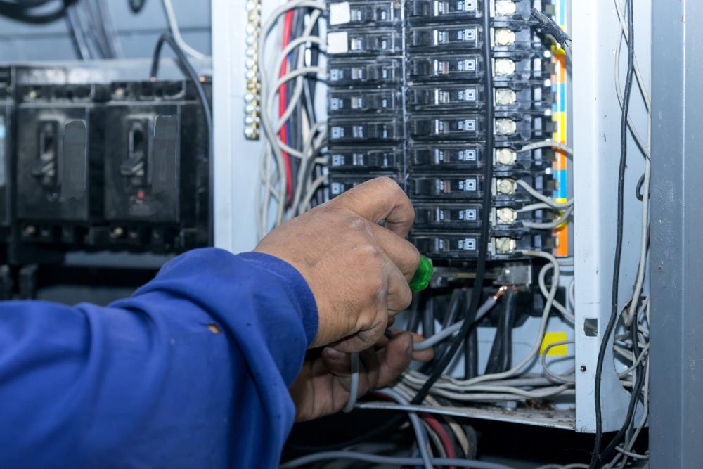 Préparation à l'habilitation électrique du personnel électricien effectuant des opérations dans le domaine de tension HT
