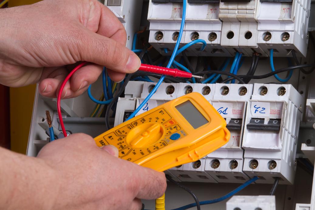 Préparation à l'habilitation électrique du personnel électricien effectuant des opérations dans le domaine de tension BT-HT